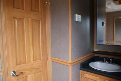 Scotties Elite Luxury Restroom Trailer